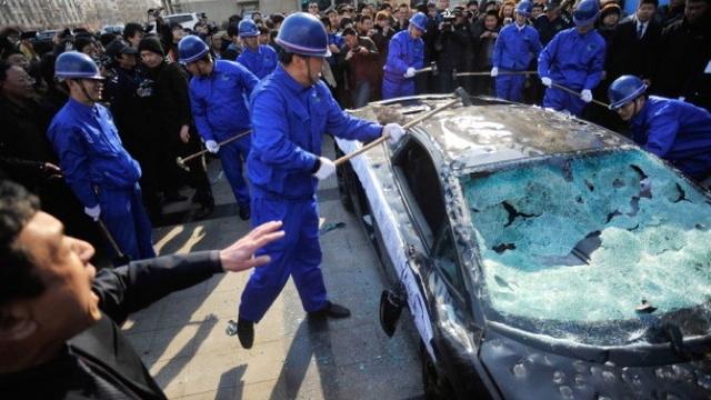 Dünya Tüketici Hakları Günü için Lamborghini parçaladılar