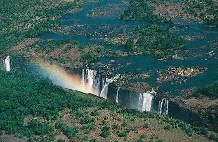 Hakan Öge (Zambia-Zimbabwe sınırında bulunan Zambezi Nehri)