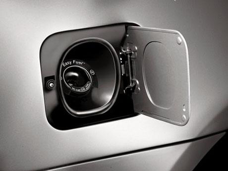 Arabanın benzin deposu ne tarafta?