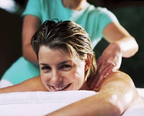 Kendinizi biraz şımartın. Aklınızı rahatlatmak ve gerginliklerden kurtulmak için sıcak bir banyo ve masaj size çok iyi gelir.
