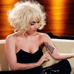 Lady Gaga dövmesi