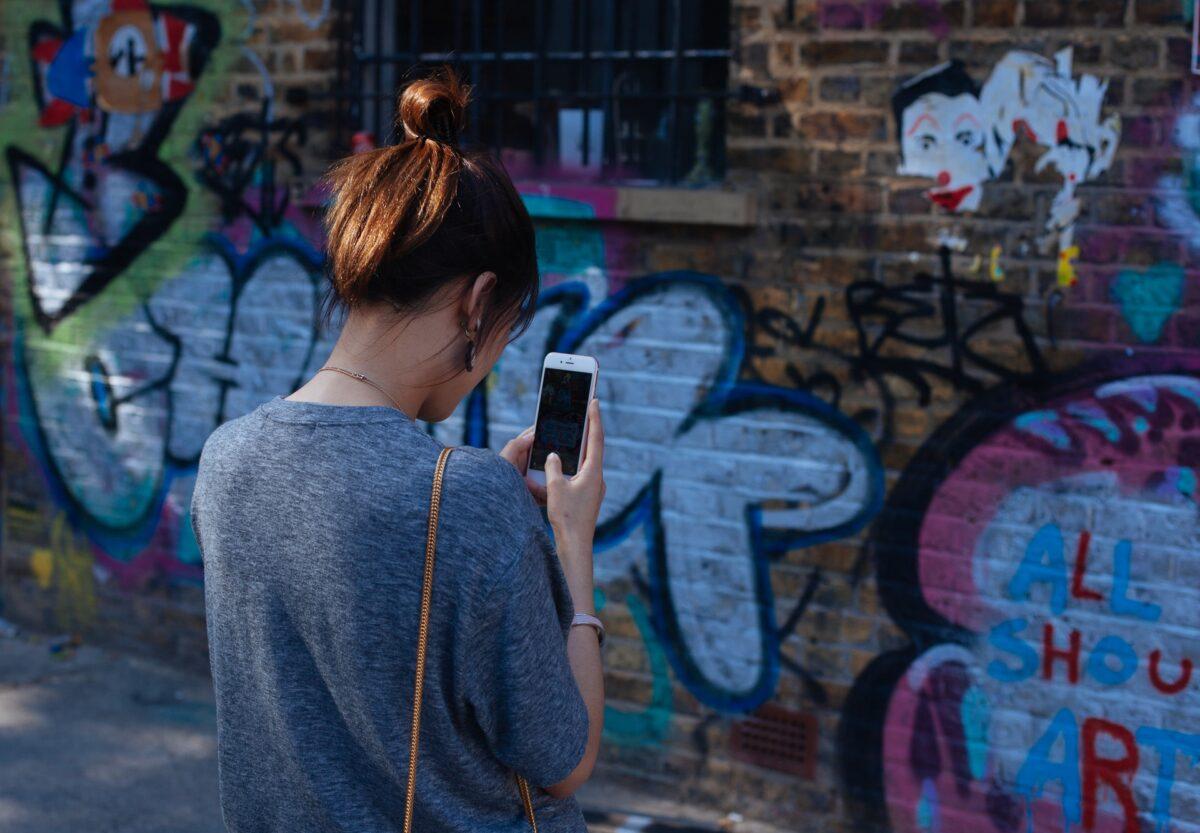 social-media-girl-guvenlik